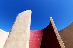 Abstrakt arkitektur, detalj av kammaren av ljudet på Fortaleza de Sagres Royaltyfri Bild