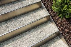 Abstrakt arkitekturbakgrundsfoto Vit trappa, bästa sikt, tomt inre fragment Royaltyfri Fotografi