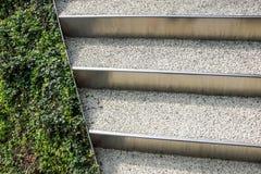 Abstrakt arkitekturbakgrundsfoto Vit trappa, bästa sikt, tomt inre fragment Arkivbild