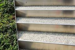 Abstrakt arkitekturbakgrundsfoto Vit trappa, bästa sikt, tomt inre fragment Royaltyfria Bilder