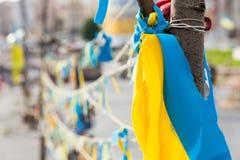 Abstrakt bakgrund av bandet i ukrainsk färg Royaltyfri Foto