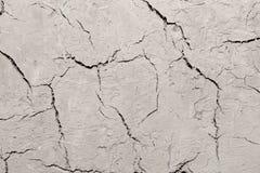 Abstrakt bakgrund av den spruckna leraväggen Arkivfoton