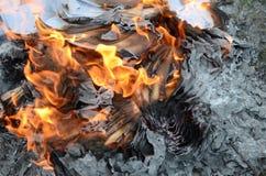 Abstrakt bakgrund av ett papper i brand Arkivbilder