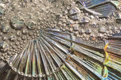 Abstrakt bakgrund av exponeringsglas och såpbubblor Silverbakgrund av exponeringsglas Arkivfoto