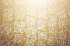 Abstrakt bakgrund av gammal kullerstentrottoartextur med nat Royaltyfria Bilder