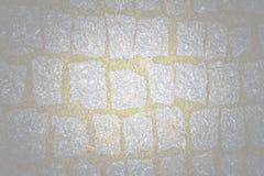 Abstrakt bakgrund av gammal kullerstentrottoartextur med nat Royaltyfri Foto