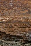 Abstrakt bakgrund av gammalt murverk. Gammal, sprucken riden ut br Royaltyfri Foto