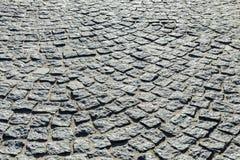 Abstrakt bakgrund av kullerstentrottoar Texturstentrottoar Kullerstentextur - hård trottoar, en sort av trottoar Royaltyfri Bild