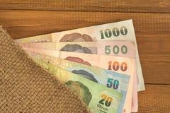 Abstrakt bakgrund av pengar inom den gamla säcken Arkivbilder