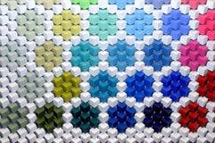 Abstrakt bakgrund 3D från mång--färgade kuber Arkivfoton