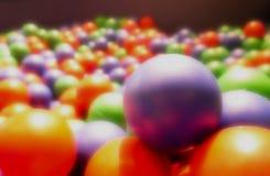 Abstrakt bakgrund, drömlik färgrik rubber boll Leksak för ungar, royaltyfri bild