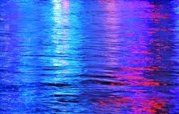 Abstrakt bakgrund färgar regnbågen färgat mång--färgat vatten Arkivbilder