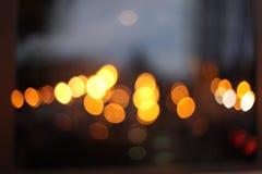 Abstrakt bakgrund för blinka för stadsljussuddighet slapp fokus royaltyfria bilder