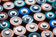 Abstrakt bakgrund för energi av färgrika batterier Royaltyfri Foto