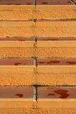 Abstrakt bakgrund för gul trappa Arkivfoton