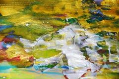 Abstrakt bakgrund för guld- gröna mousserande målningkontraster Royaltyfria Bilder