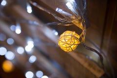 Abstrakt bakgrund för julljus, bokeh Beröm Arkivfoto