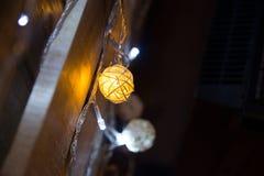 Abstrakt bakgrund för julljus, bokeh Beröm Arkivfoton