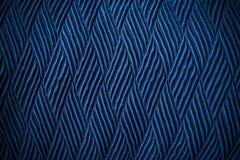 Abstrakt bakgrund från blå textur av gammalt tyg med mörker till Arkivfoton