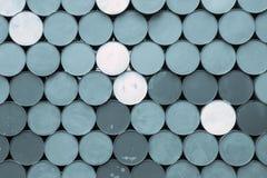 Abstrakt bakgrund från bottnarna av järn barrels Royaltyfri Bild