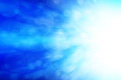 Abstrakt bakgrund för blåa ljusa cirklar Arkivfoto
