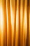 Abstrakt bakgrund, gardin, draperar guld- tyg. Royaltyfri Fotografi