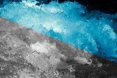 abstrakt bakgrund Grovt vatten med färgstänk Arkivfoto