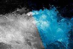 abstrakt bakgrund Grovt vatten med färgstänk Royaltyfri Fotografi