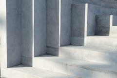 Abstrakt bakgrund - ljus av solen på konkret trappa Royaltyfria Bilder