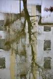 Abstrakt bakgrund med en reflexion i vatten Arkivfoton