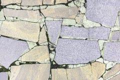 Abstrakt bakgrund med en textur av en stenmosaik Stor beiga och lila fragment av granit läggas kaotiskt Arkivfoton