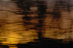 Abstrakt bakgrund med horisontalsuddiga ines i guling och svart Royaltyfria Bilder