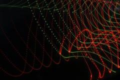 Abstrakt bakgrund med linjer och prickar i rött och grönt Arkivfoto
