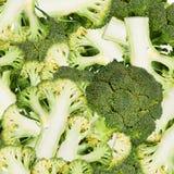 Abstrakt bakgrund med skivor av broccoli Seamless modell för design Närbild bakgrundsborsteclosen isolerade fotografistudiotanden Fotografering för Bildbyråer