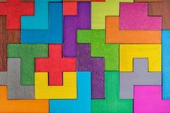 abstrakt bakgrund Bakgrund med träkvarter för olika färgrika former Geometriska former i olika färger Begrepp av CR Royaltyfri Bild