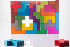 abstrakt bakgrund Bakgrund med träkvarter för olika färgrika former Geometriska former i olika färger Begrepp av cre Royaltyfria Bilder