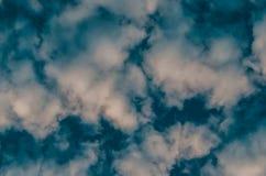 Abstrakt bakgrund, moln och rök på ett mörker - blå bakgrund Royaltyfria Foton