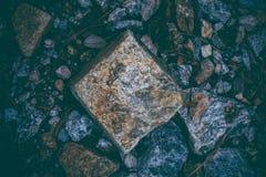 Abstrakt bakgrund som göras med, vaggar Closeupsikt av mörka stenar Vagga textur och bakgrund för design Arkivfoton