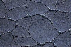 Abstrakt bakgrund, sprickor på jordningen, upplysta sprickor arkivfoto