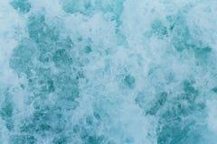 Abstrakt bakgrund - vattenfl?den i floden eller havet royaltyfri bild