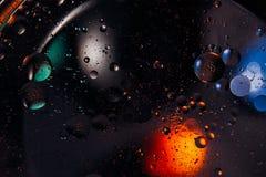 abstrakt bakgrundsavstånd Vattendroppar av olika färger Royaltyfri Fotografi