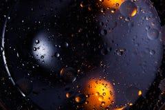 abstrakt bakgrundsavstånd Vattendroppar av olika färger Arkivbild