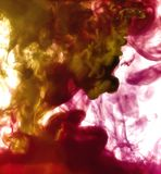 Abstrakt bakgrundsfärgpulver i vatten arkivbild
