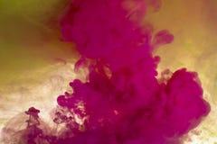 Abstrakt bakgrundsfärgpulver i vatten royaltyfri bild