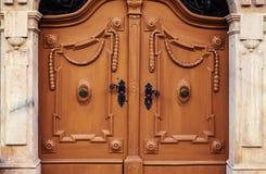 Abstrakt begrepp av dörrar Arkivfoto
