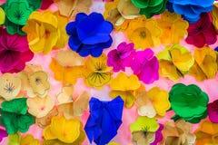 Abstrakt begrepp av färgrikt papper arkivfoto