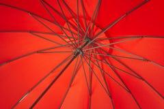 Abstrakt begrepp av paraplyet Arkivfoton