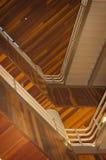 Abstrakt begrepp av trätrappuppgången Arkivbilder