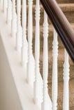 Abstrakt begrepp av trapparäcket och mattade moment i hus Fotografering för Bildbyråer