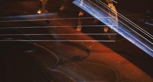Abstrakt begrepp av violoncelldetaljer arkivfoto
